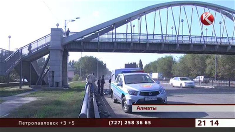Молодой мужчина бросился с моста и скончался