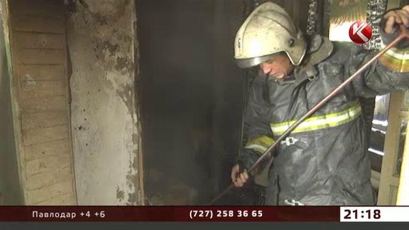 В Алматы при пожаре в многоэтажном доме погиб мужчина