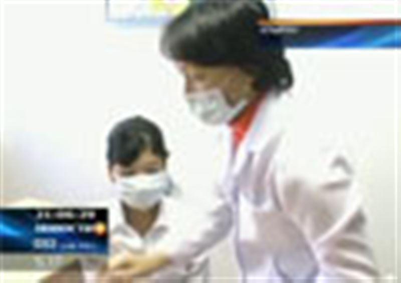 А в Атырау скупили защитные маски – именно здесь накануне был выявлен случай заражения свиным гриппом