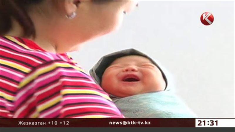 Двадцать тысяч школьниц ежегодно беременеют в Казахстане