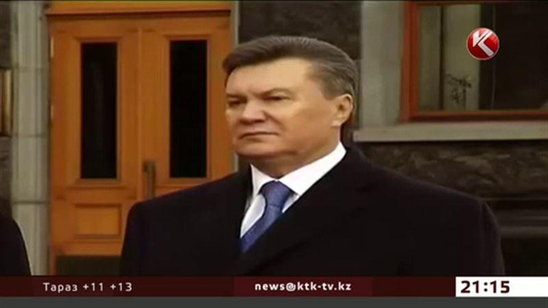 Виктор Янукович пьет горькую
