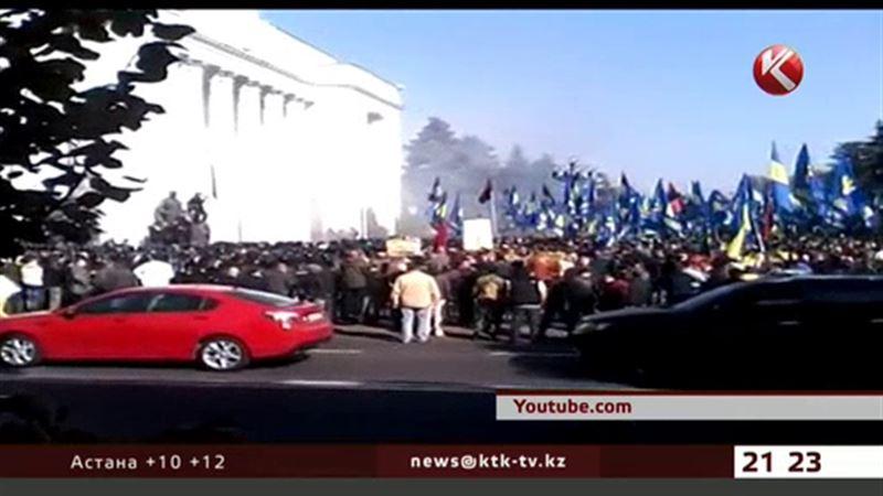 В Киеве требуют изгнать коммунистов из Верховной Рады