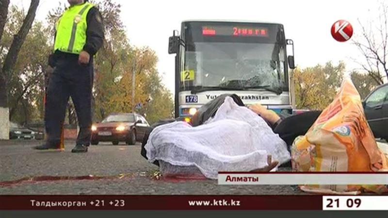 В Алматы автобусные гонки привели к гибели пешехода
