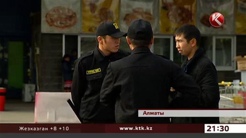 В Алматы охранники крупнейшего супермаркета требуют зарплату