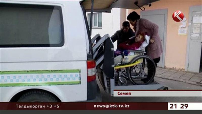 В Семее две тысячи инвалидов обслуживают всего три спецмашины