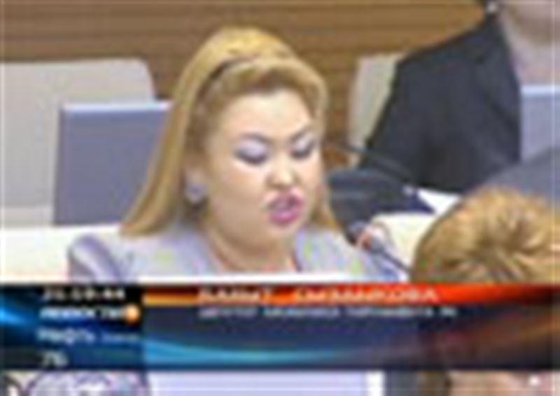 Выплачивать зарплату казахстанским домохозяйкам предложили сегодня депутаты Парламента
