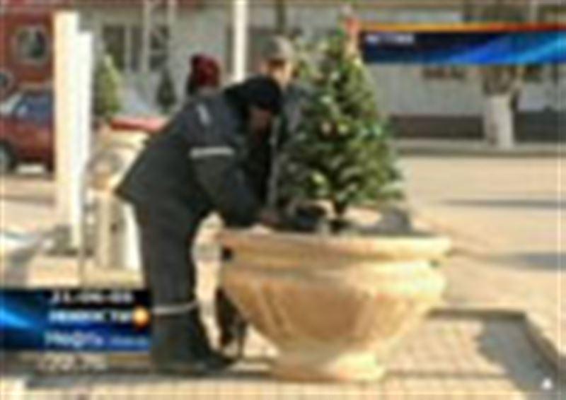 Едва в Актобе начались приготовления к Новому году, как уже появились желающие украсить свой дом за чужой счет