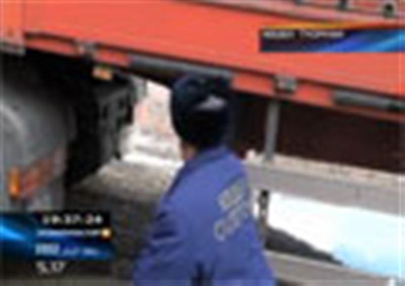 Шығыс Қазақстан облысында Қытайдан келе жатқан жүк көліктерінен 45 тоннаға жуық қауіпті тауар тәркіленді