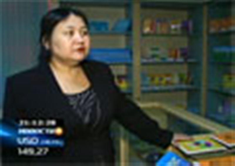 Книжные прилавки Казахстана завалены поддельными учебными пособиями, издательства терпят убытки