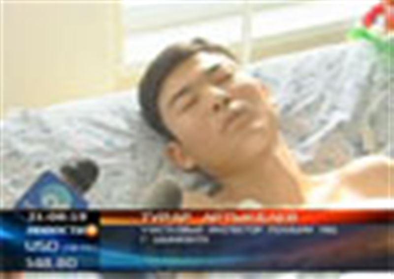 В Шымкенте 20-летнюю девушку от ревнивого ухажера спас участковый, закрыв ее собой от пули