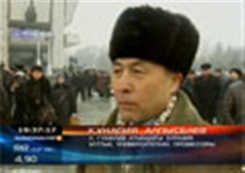 Алматы: ғалым, жазушы Рымғали Нұрғалиді ақтық сапарға шығарып салу рәсімі өтті