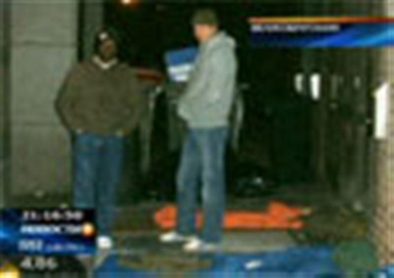 Наследник британского престола провел ночь в компании бездомных