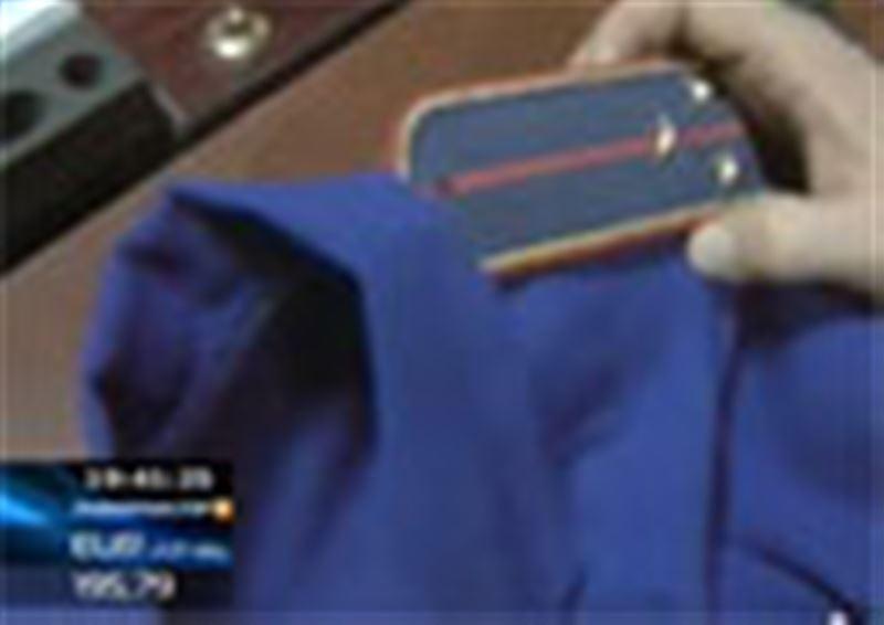 Шымкентте полиция қызметкерінің киімін киіп, елді алдаған алаяқ қыз қолға түсті