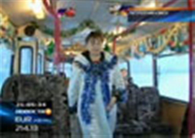 В Петропавловске к Новому году нарядили троллейбусы