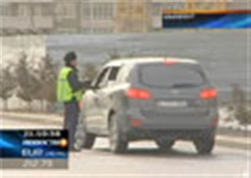 В Шымкенте дорожные полицейские конфискуют автомобили у владельцев, не оплативших штрафы