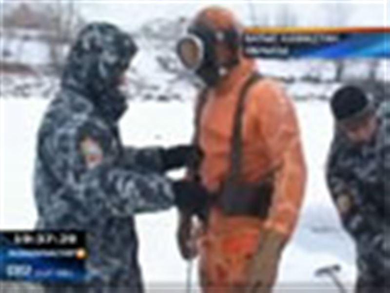 БҚО: Жәнібек ауданында бір отбасы мүшелері мінген көлік суға кетіп, 8 адам мерт болды