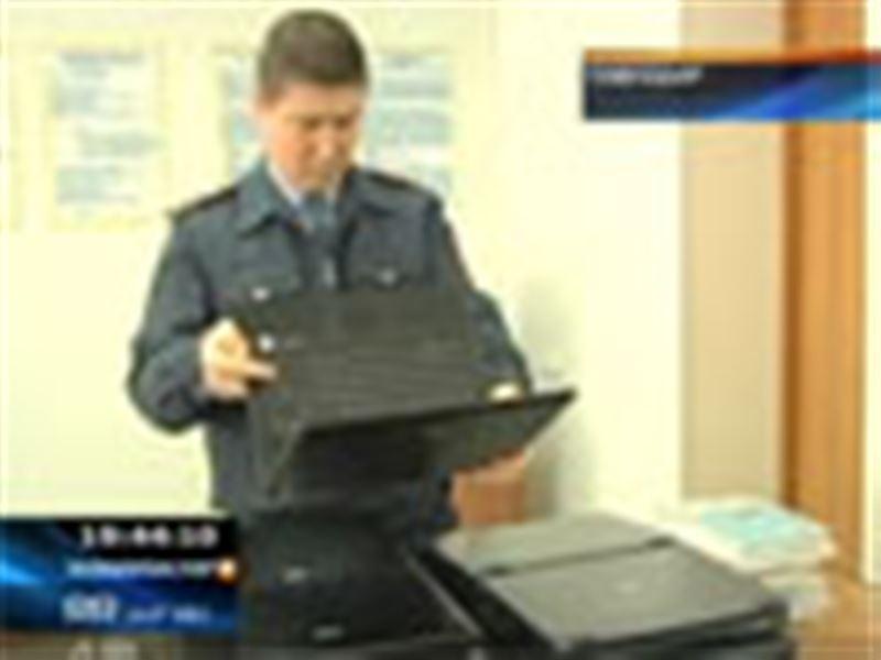 Павлодар: екі бозбала мектептен 15 ноутбук ұрлаған