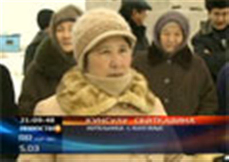 Уже четыре года жители поселка Жалгамыс Алматинской области ждут, когда их новостройки подключат к благам цивилизации
