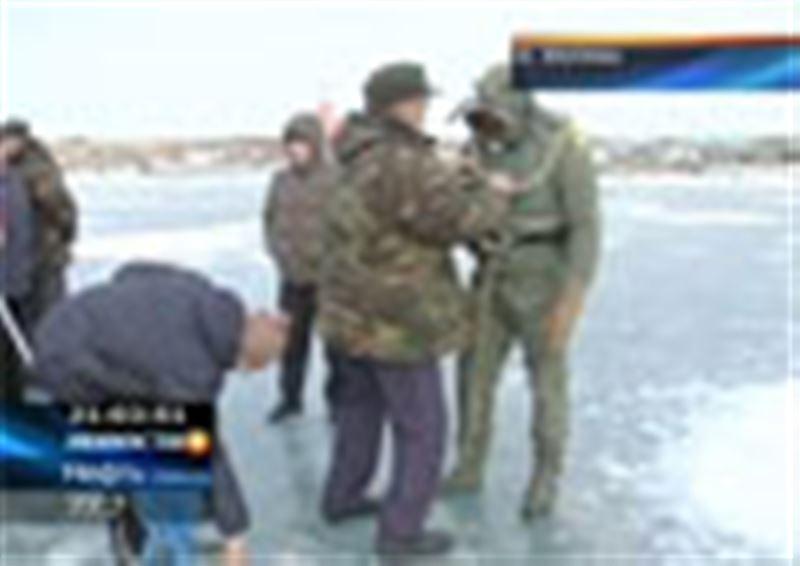 На озере Балхаш вновь несчастный случай. Сегодня спасатели нашли тела 4 рыбаков