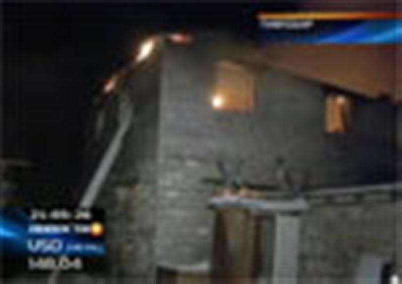 В Павлодаре всю ночь тушили крупный пожар, который мог обернуться трагедией для жителей близлежащих домов
