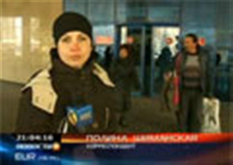 В международный аэропорт Алматы прибыли первые казахстанские туристы, ждавшие почти трое суток вылета домой из Египта