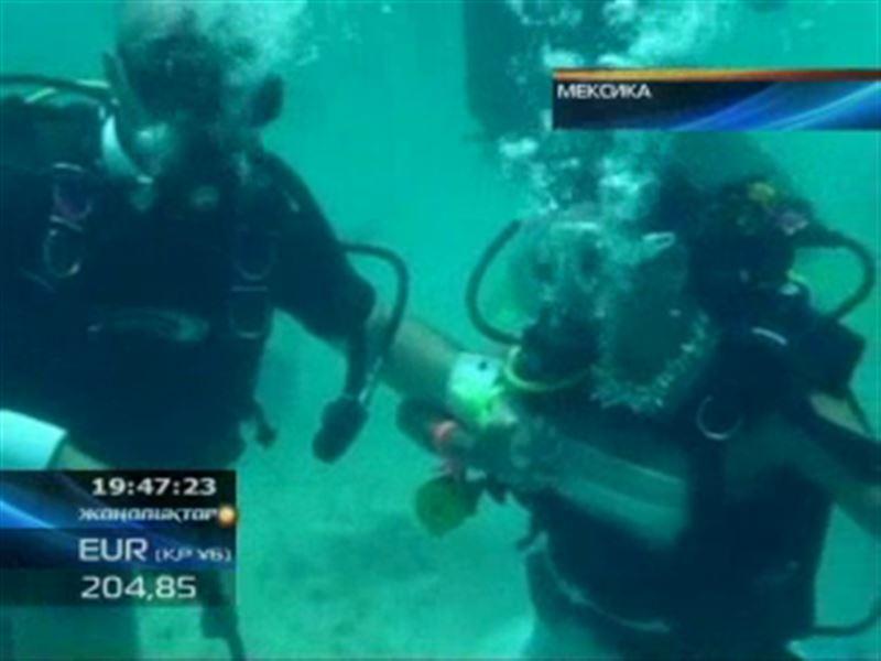 Мексикалық жұп үйлену тойларын су астында жасады