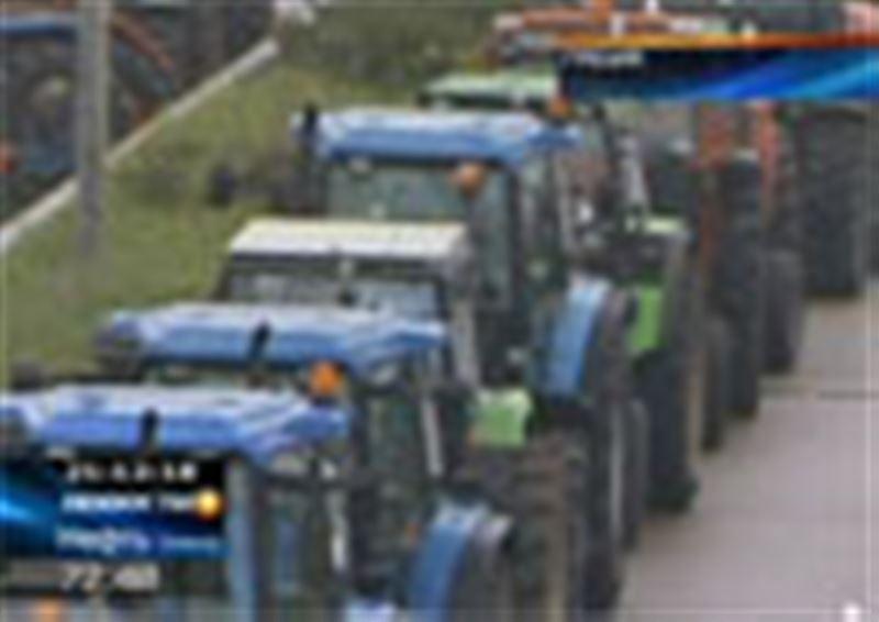 В Греции фермеры перегородили основные автомагистрали  сельхозтехникой