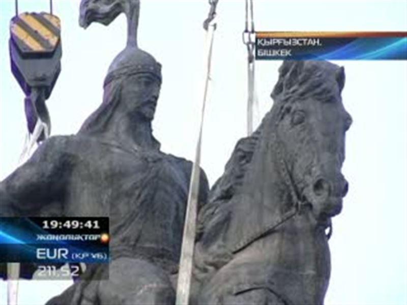 Қырғызстан: Бостандық ескерткішінің орнына Манас мүсіні орнатылды