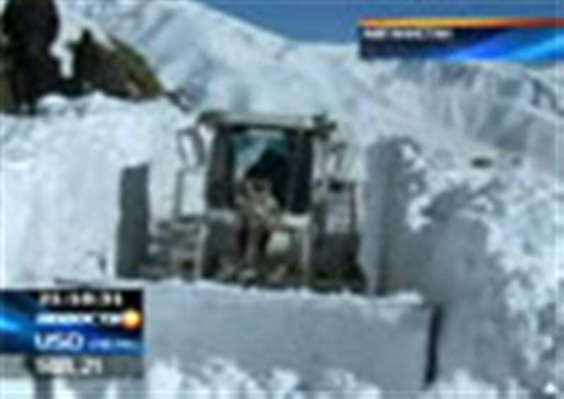 США переживают вторую волну снежных бурь. В Афганистане снежная стихия уносит человеческие жизни