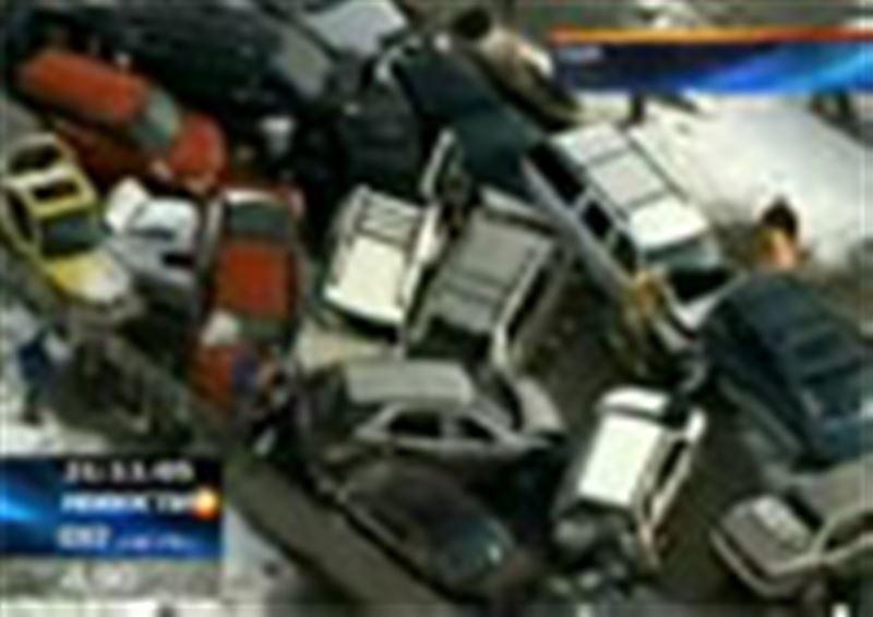 Плохая погода стала причиной и множества автомобильных аварий в США