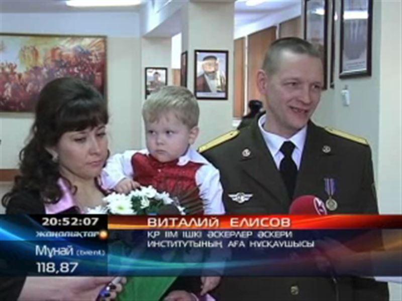 Әскери институттың қызметкері Виталий Елисов  бір отбасын ажалдан құтқарды