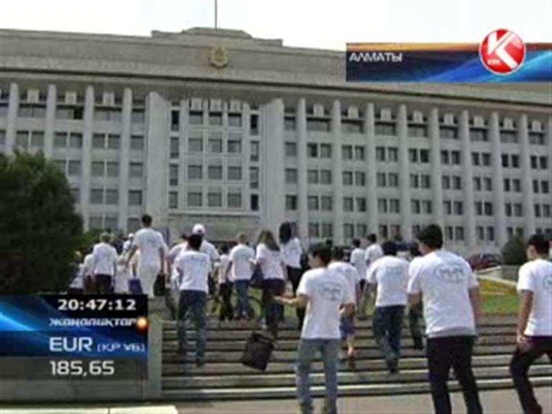 «МММ-2011»-дың салымшылары шаһар әкімінің шешіміне қарсы