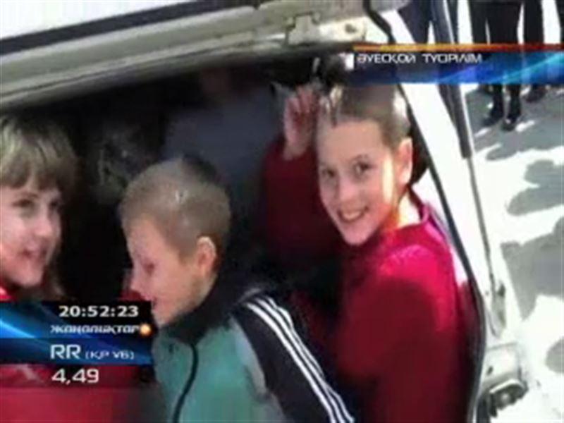 Шығыс қазақстандықтар ең кішкене «Ока» көлігіне 21 адамды сыйғызып, рекорд жаңартты