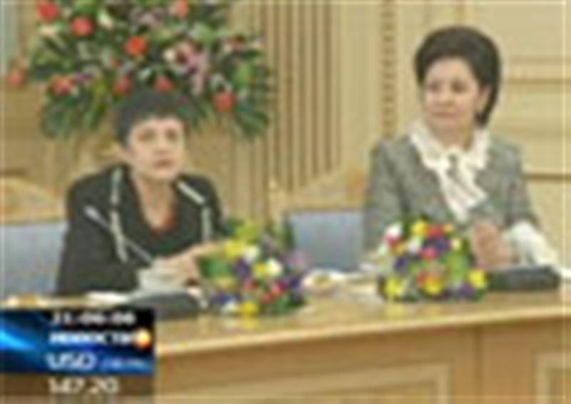 Нурсултан Назарбаев лично взволновал несколько десятков женщин! Глава государства поздравил прекрасную половину Казахстана с наступающим праздником