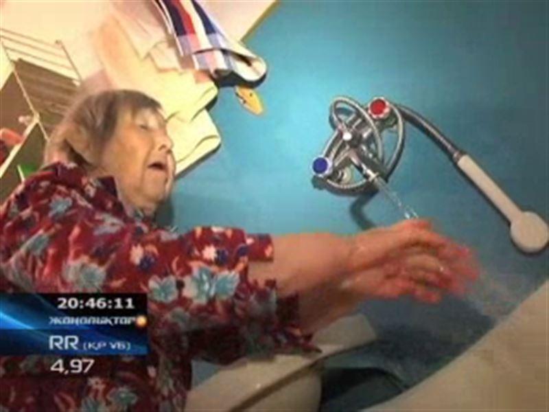 Балқашта 76 жастағы қария ваннаға түсем деп 2 тәулік суда жатып қалған