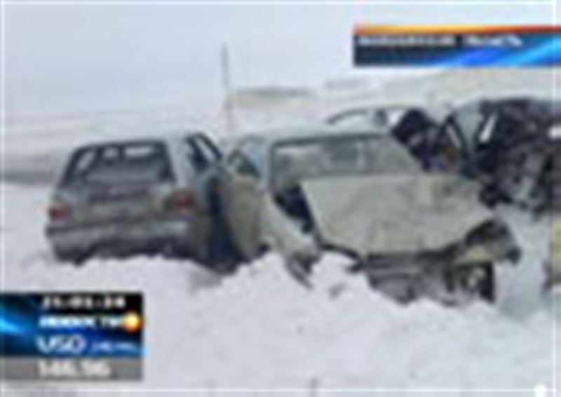 Крупная авария в Акмолинской области - столкнулись сразу 13 автомобилей. Есть жертвы