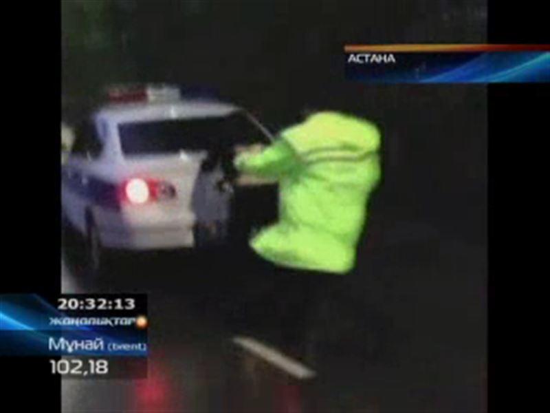 Астанада мас келіншек жол полициясы қызметкерлеріне жұдырық ала жүгірді