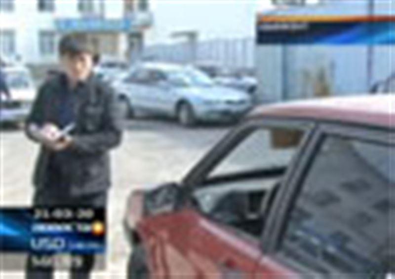 Группа подростков среди бела дня устроила стрельбу в центре Шымкента. В  больницу попали две девочки и один молодой человек