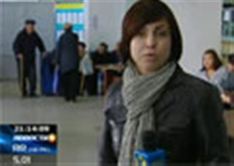 В казахстанских центрах обслуживания населения кризис. Каждый день здесь образуются огромные очереди
