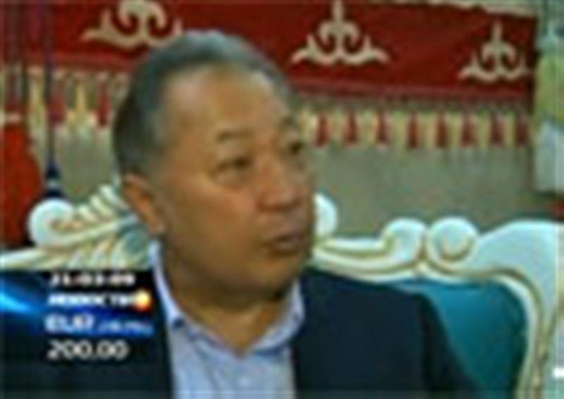 Новые власти Кыргызстана готовят спецоперацию по захвату президента Бакиева. Сам низложенный глава государства призывает противников к переговорам и готовится покинуть страну