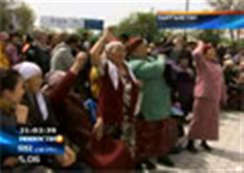 Число жертв беспорядков в Кыргызстане достигло 84 человек. Курманбек Бакиев договаривается о начале переговоров с временным правительством