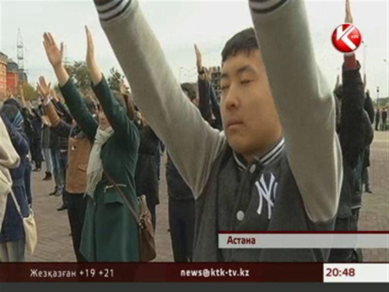 «Айкөне» деп аталатын жаттығуды бір мезетте 500 студент жасады