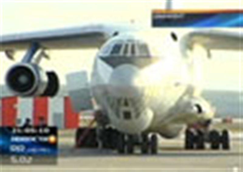 В шымкентском аэропорту задержан самолет с незаконным оружием