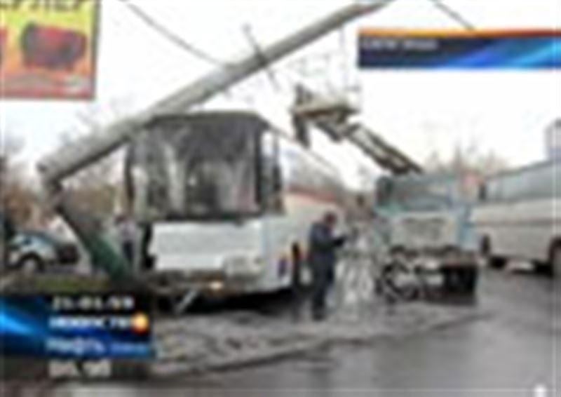 В центре Караганды произошло ДТП, в результате которого едва ли не половина горожан опоздала на работу