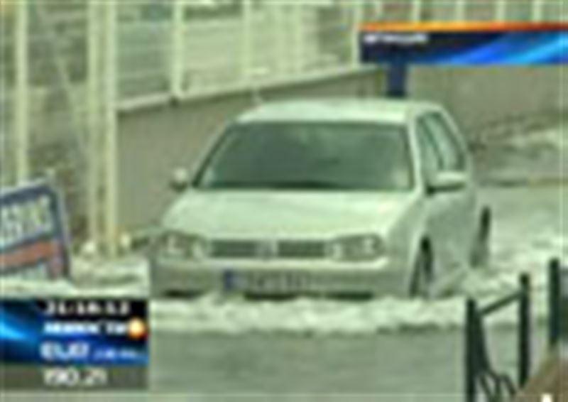 Зима вернулась во Францию. Мощный снегопад и шквальный ветер обрушились на юго-запад страны