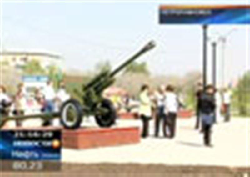 Оружие времен Великой Отечественной установили в парке Победы Петропавловска