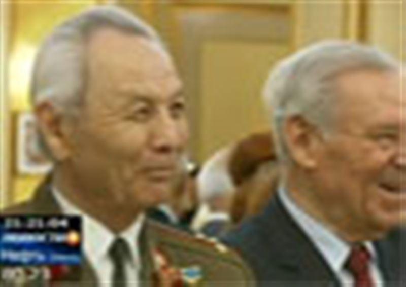 Ветераны Великой Отечественной войны слушали мелодии, которые вели их к победе. Для героев весь вечер пела Дарига Назарбаева