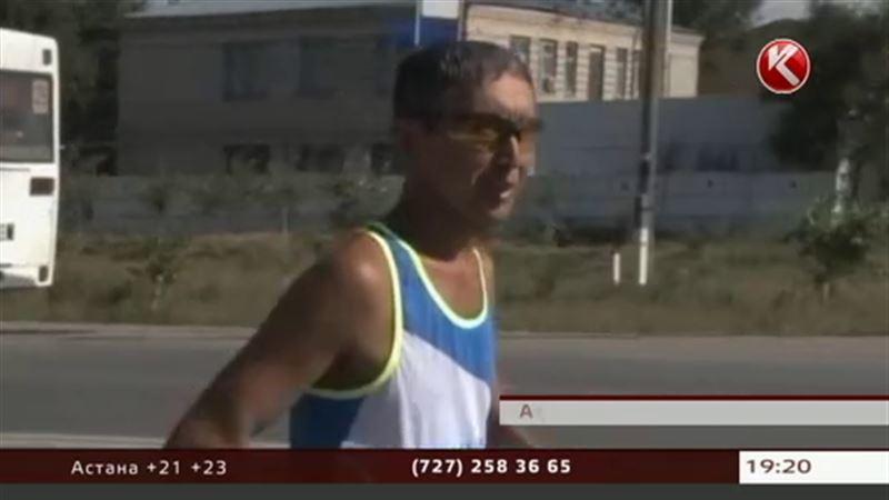 Меккені  жаяу бетке алған астаналық марафоншы Ақтөбеге жетті