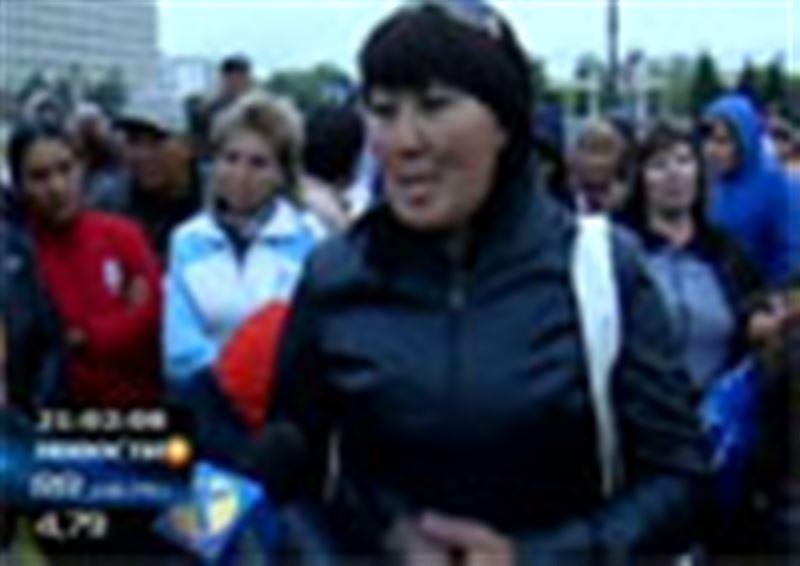 В Кокшетау разогнан митинг базарных торговцев. Пикетчики требовали встречи с областным акимом, но в итоге многим из них пришлось общаться с полицейскими
