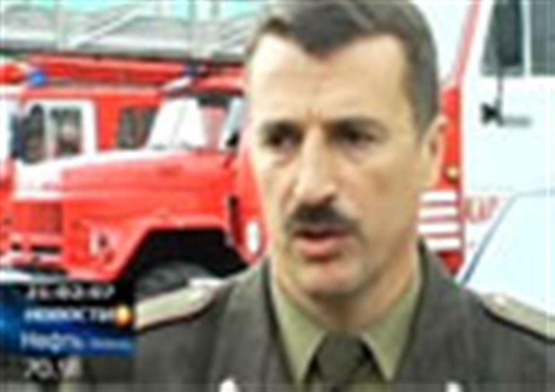 Крупный пожар в Карагандинской области. Огонь вспыхнул на складе химических веществ, два человека отравились угарным газом